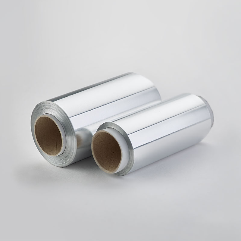 Aluminum foil roll usable in the oven